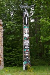 Totem pole at Stanley Park Vancouver.jpg